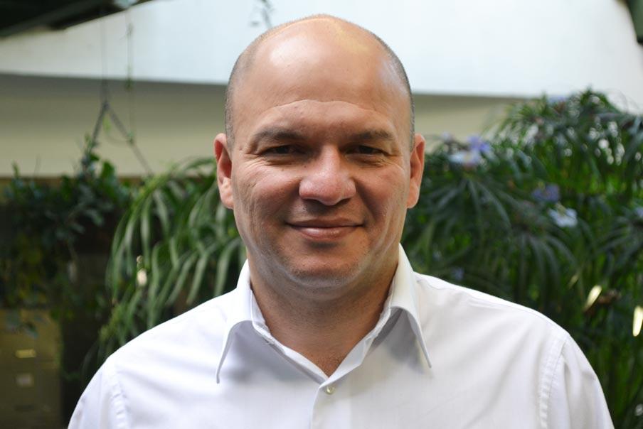 Marlon Velázquez